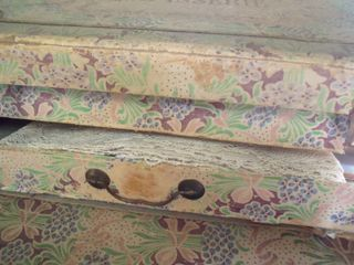 Opened tapisserie box