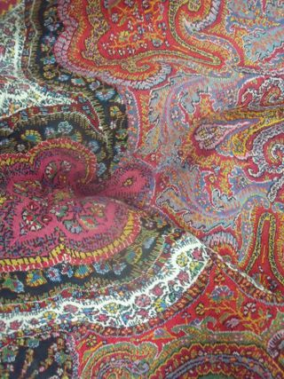 Colors of paisley