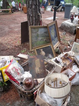 Stand in the brocante