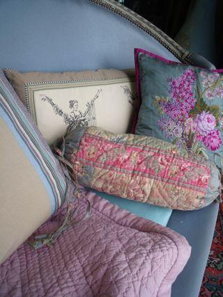 Feminine cushions on the louis XVI sofa