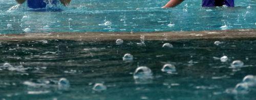 Pluie dans la piscine koh chang
