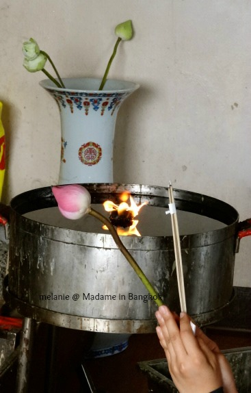 Golden mount priere à bouddha