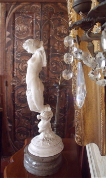 statue and cristal