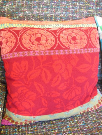 Kenzo_red_cushions