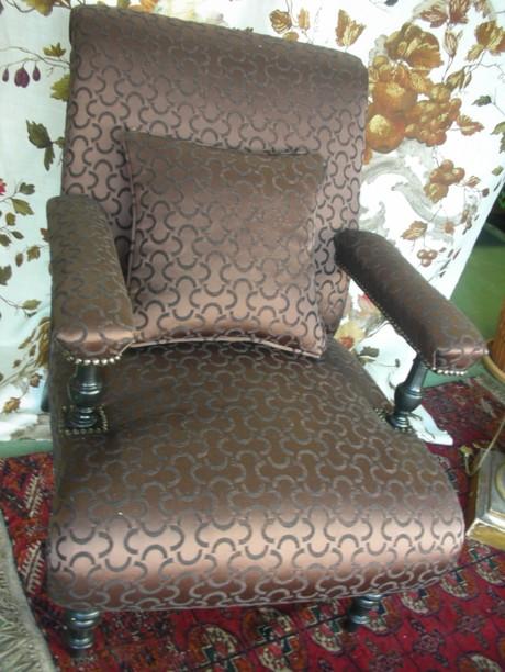 Modern_victorian_armchair