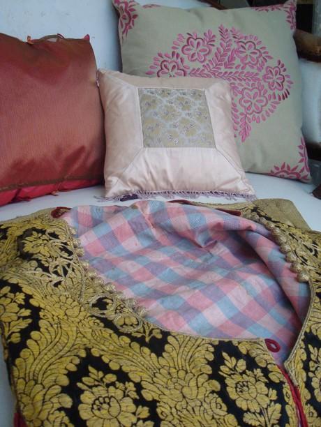 Sofa_in_the_boudoir